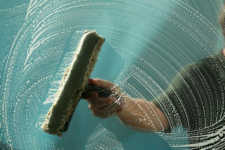 Rengöra / tvätta fönster